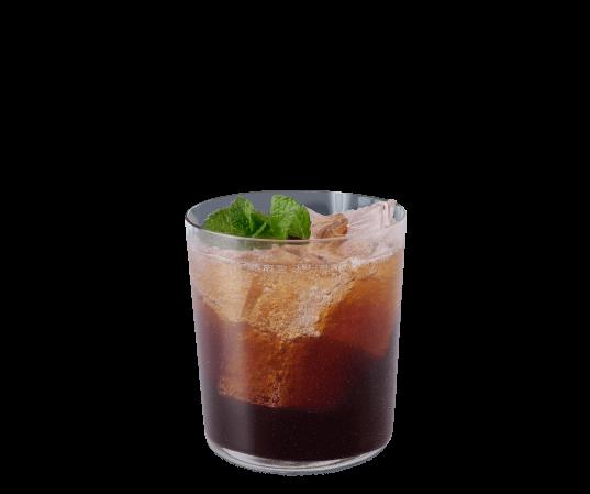 Sparkling Espresso mit Minze in einer transparenten Tasse