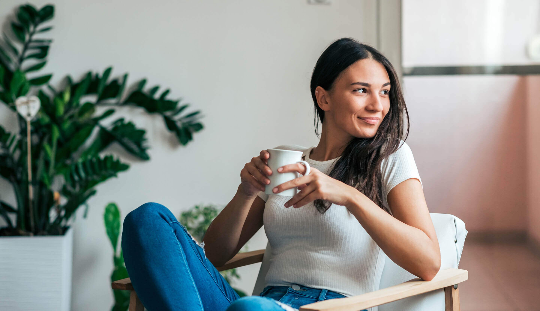 Ragazza con caffè